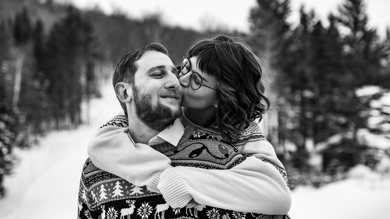Intimate maine winter couples portaits engagement photography mouse island creatives black white