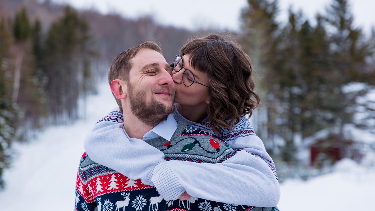 Intimate maine winter couples portaits engagement photography mouse island creatives