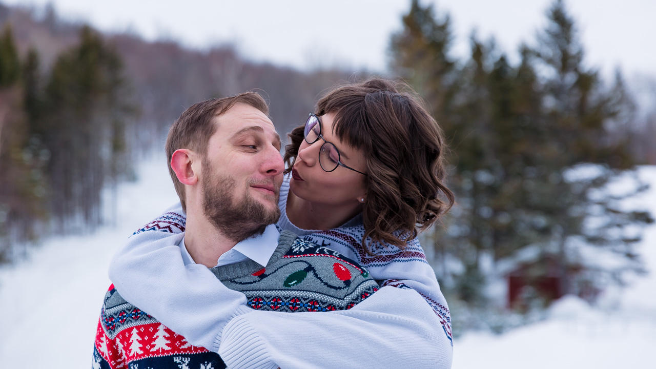 kiss me winter couples session mouse island creatives photography
